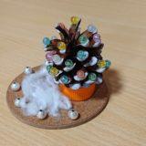 【簡単】松ぼっくりのクリスマスツリーの作り方|高齢者の手芸と工作